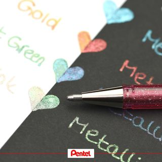 Leave a little sparkle wherever you go. Our Hybrid Dualmetallic Glitter Gelpens are shining differently on light and dark paper.⁣ Product: Hybrid Dualmetallic Glitter Gelpen K110⁣ ⁣ #pentel #pentel_eu #pentelarts #HybridDualMetallic #glitzer #glitzerstift #glitterpen #metallicpens #pentelhybriddualmetallic